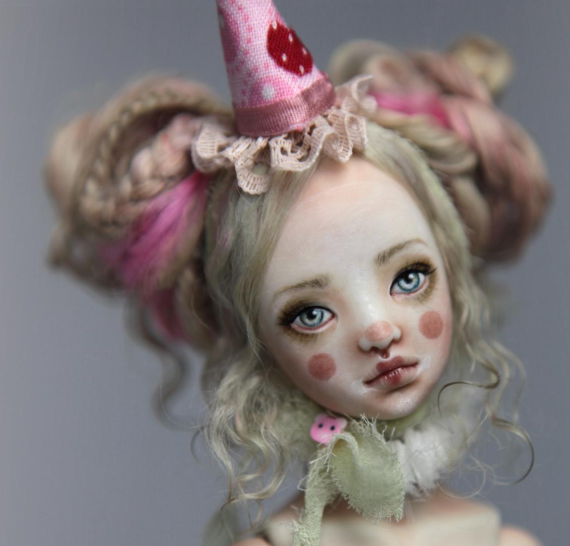 IMG 8561 15 Victorian Roadside Circus Clown Porcelain BJD Maya